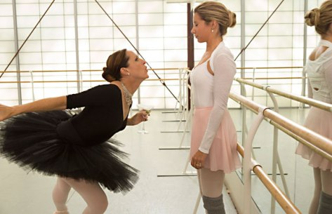 scary-movie-5-black-swan-parody-molly-shannon-movie-review