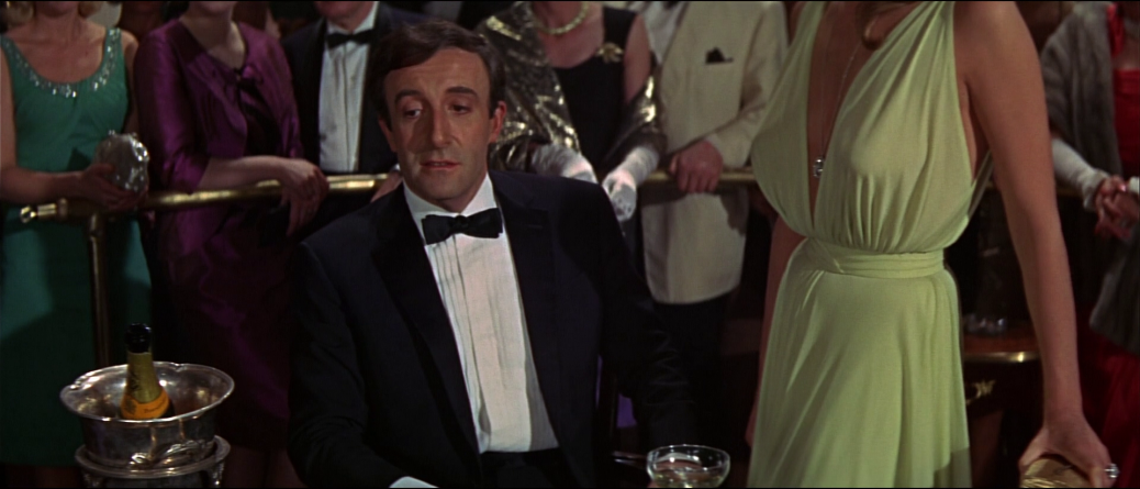 casino-royale-james-bond-ian-fleming-1967-ursula-andress-david-niven-peter-sellers-woody-allen-orson-welles-spy-satire-parody-film-movie-review-2015
