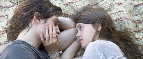I-believe-in-unicorns-movie-2015-leah-meyerhoff-natalia-dyer-movie-review