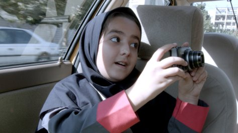 jafar-panahi-taxi-docufiction-social-commentary-film-2015-movie-review
