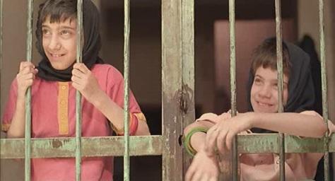 the-apple-1998-movie-iran-film-psychology-social-isolation