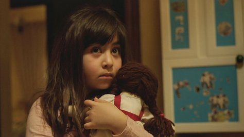 under-the-shadow-movie-review-2016-horror-film-iran-cinema-babak-anvari