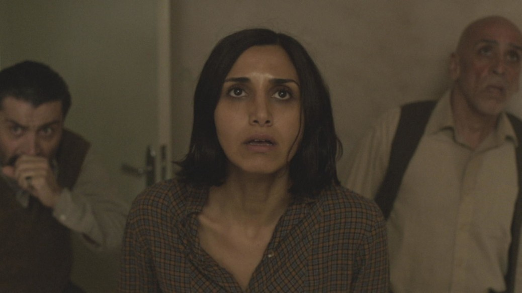 under-the-shadow-2016-movie-review-Iranian-horror-cinema-babak
