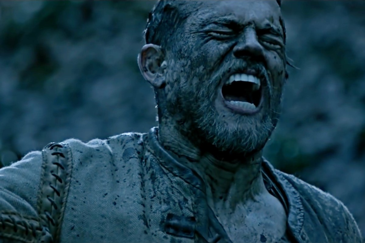 film review king arthur As incomprehensible as it is insufferable, king arthur looks like a movie edited by  a singer sewing machine, and i wouldn't be surprised if it.