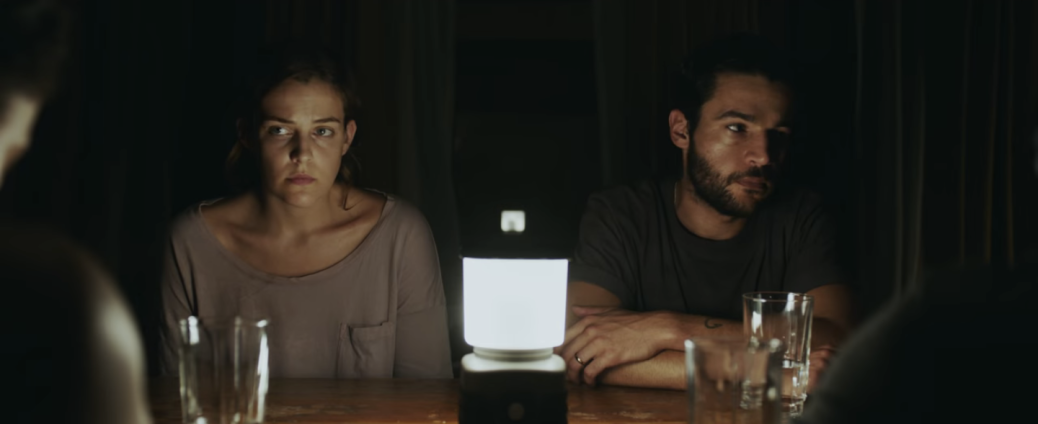 it-comes-at-night-movie-review-2017-horror-film-riley-keough-christopher-abbott