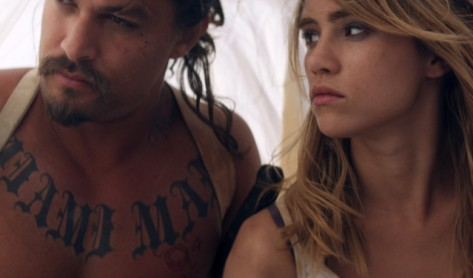 the-bad-batch-movie-review-2017-suki-waterhouse-jason-mamoa