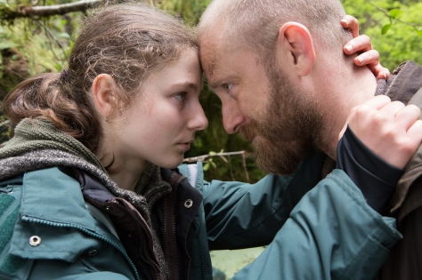 ben-foster-thomasin-mckenzie-leave-no-trace-2018-movie