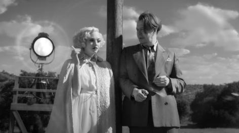gary-oldman-amanda-seyfried-in-mank-2020-movie