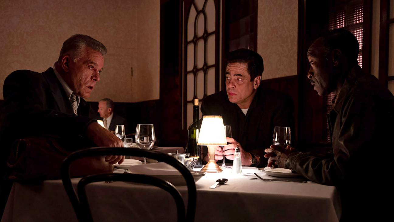 no-sudden-move-2021-movie-review-benicio-del-toro-don-cheadle